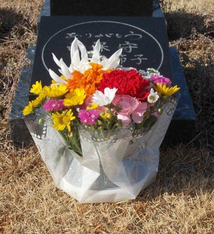 京都天が瀬メモリアル公園:桜下庭園樹木葬に献花